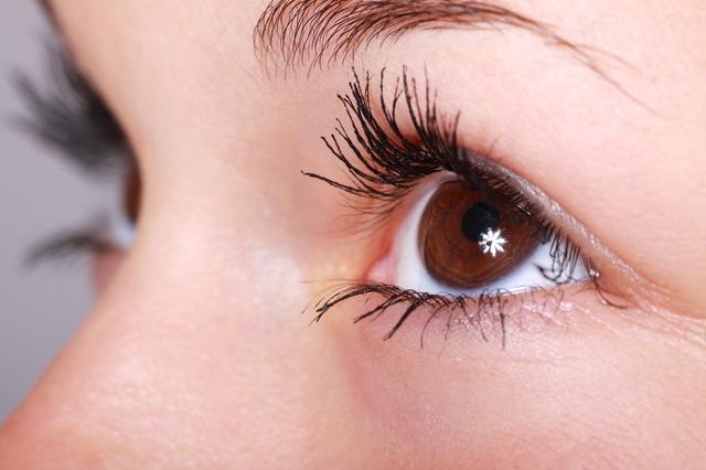 nalíčené oči.jpg
