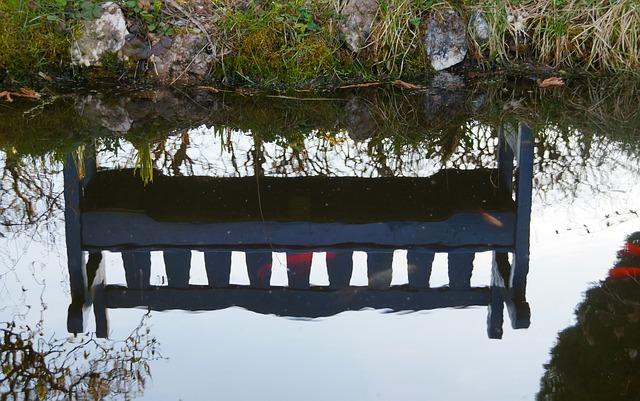 zrcadlení lavičky