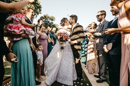 svatba polibek
